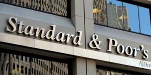 """""""ستاندرد آند بورز"""" تتوقع استمرار خسائر بنوك الإمارات"""
